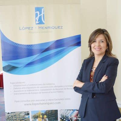 Lic. Mónica de López